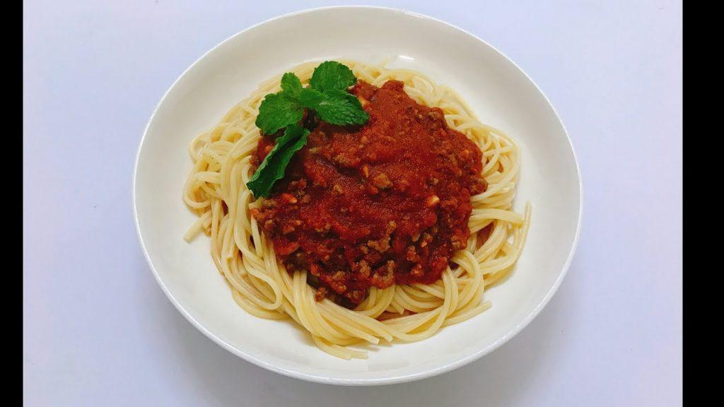 Nghiền khoai tây để cho thêm vào mỳ Ý cho nước sốt không bị loãng