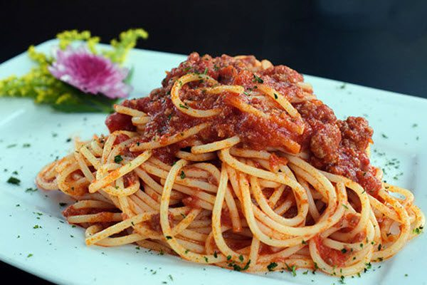 Ướp nguyên liệu mỳ Ý và để trong tủ lạnh